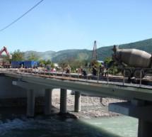 Строительство моста через реку Теберда на въезде в г. Карачаевск подошло к завершающей стадии