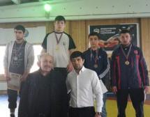 Борцы Карачаевска стали лучшими на первенстве по вольной борьбе среди юношей, посвященном 70-летию Победы в Великой Отечественной войне