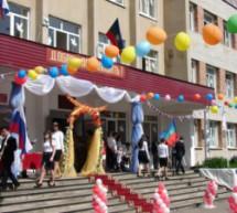 В школах Карачаевска прозвучал последний звонок