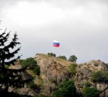 Над Карачаевском установлен Государственный флаг Российской Федерации