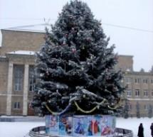 Центральную площадь Карачаевска украсила великолепная ель