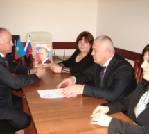 Мэр Карачаевска побывал на ярмарке вакансий