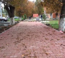 В Карачаевске идут работы по  облагораживанию пешеходной части дорог