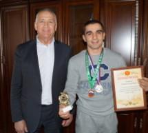 В Карачаевске поздравили призера Чемпионата РФ по вольной борьбе