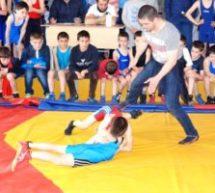 В поселке Мара-Аягъы прошел турнир по вольной борьбе