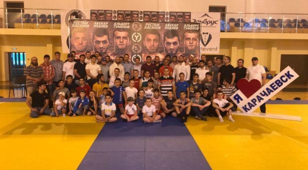 В Карачаевске прошел мастер – класс от ведущих бойцов смешанных единоборств