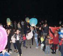 Жители Карачаевска запустили в небо более трёхсот небесных фонариков