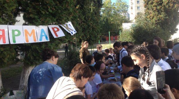 В СОШ №6 г. Карачаевска в рамках недели «Уроки доброты» проходит благотворительная ярмарка