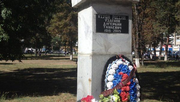 Учащиеся СОШ №6 провели героическую поверку к 100-летнему юбилею Героя России Дугербия Узденову