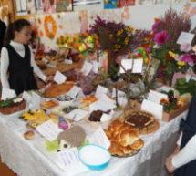 В МКОУ «СШ пос. Мара-Аягъы» прошла выставка детских поделок «Золотая осень»