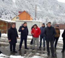 Министр строительства и ЖКХ КЧР Евгений Гордиенко и Мэр Карачаевска Алик Динаев провели встречу с жителями микрорайона Теберда