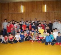 Алик Динаев встретился с юными борцами Карачаевска