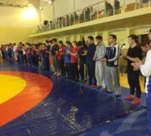 В физкультурно-оздоровительном комплексе «Олимп» прошло открытое первенство Карачаевска по вольной борьбе
