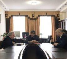 Алик Динаев провел рабочую встречу по вопросам строительства фонтана на площади Карачаевска