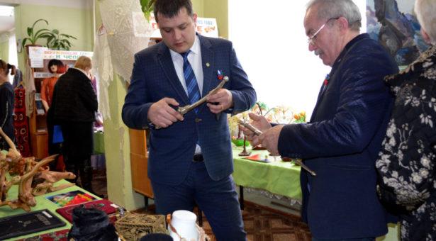 В городской библиотеке прошла выставка «Золотая россыпь талантов»