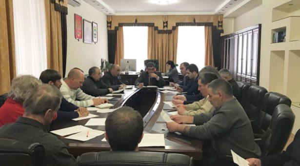 Алик Динаев провел совещание по вопросу организации обеспечения безопасности на горнолыжном курорте Домбай