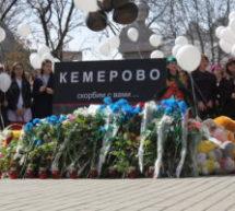 Жители Северного Кавказа почтили память погибших при пожаре в Кемерово митингами, возложением цветов и минутой молчания