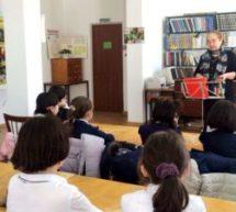 В детской библиотеке Карачаевска воспитывают любовь и уважение к матери