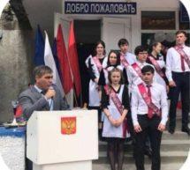 Мэр Карачаевска Алик Динаев поздравил выпускников Теберды