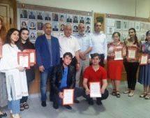 Администрация Карачаевского городского округа вручила почетные грамоты студентам КЧГУ за активное участие в развитии благоустройства города