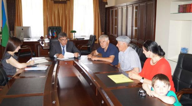 Мэр Карачаевского городского округа Алик Динаев провел прием граждан