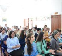 Выпускникам ДХШ Карачаевска вручили свидетельства об окончании