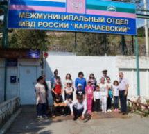 Сотрудники МО МВД России «Карачаевский» продолжили традицию, приняв участие в благотворительной акции «Помоги пойти учиться»