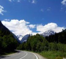 Дорога из Черкесска в Домбай вошла в пятерку самых красивых автомобильных маршрутов России
