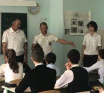 В СШ № 3 им. Х.У. Богатырева прошел урок, посвященный основам обеспечения личной безопасности в период учебного года и безопасности на дорогах