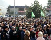 В Карачаевске прошел траурный митинг, посвящённый 75 годовщине депортации карачаевского народа в Среднюю Азию и Казахстан