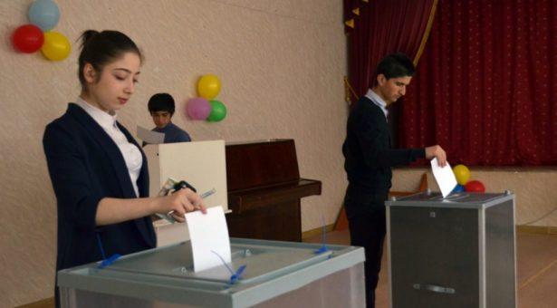 В Карачаевском городском округе прошел школьный референдум
