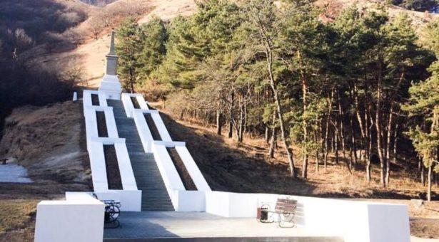 В Карачаевском городском округе завершились работы по обустройству парка по ул. Чкалова