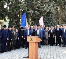 Алик Динаев принял участие в торжественном мероприятии, посвященном 62-й годовщине возвращения Карачаевского народа на историческую родину