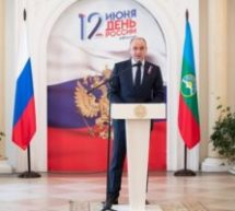 Глава КЧР в канун Дня России провел церемонию награждения госнаградами