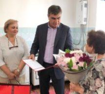 Мэр Карачаевского городского округа Алик Динаев поздравил с 96-летием жительницу города Карачаевска Ольгу Алтухову