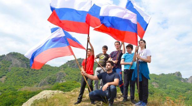 С Днем Государственного флага России!