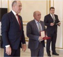 Рашид Темрезов в преддверии новогодних праздников провел традиционную торжественную церемонию вручения государственных наград