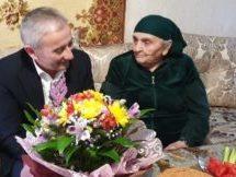 Свой 90-летний юбилей отметила жительница г. Карачаевска Хаджар Кочкарова