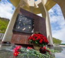 Глава Карачаево-Черкесии возложил цветы к Мемориалу памяти жертвам репрессий карачаевского народа