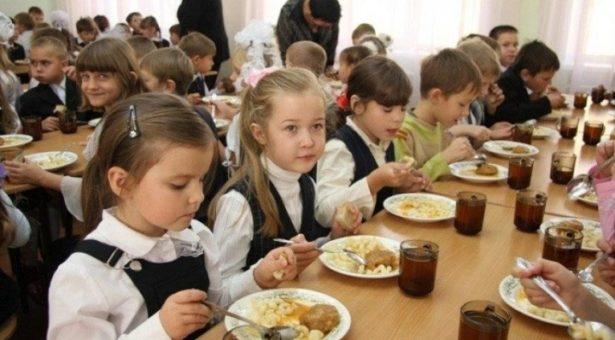 С начала нового учебного года 24 450 школьников Карачаево-Черкесии с 1 по 4 класс будут получать бесплатное горячее питание