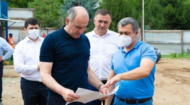 По итогам рабочей поездки в Карачаевск Глава республики принял решение начать ремонт стадиона «Саулукъ» на этой неделе
