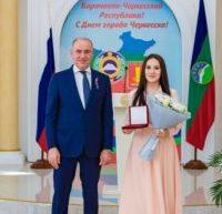 Глава Карачаево-Черкесии Рашид Темрезов вручил государственные награды жителям республики, достигнувшим успехов в профессиональной деятельности