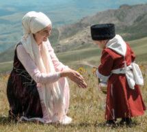 В фильме «Орда» Андрея Прошкина Золотая Орда говорит на Карачаево-Балкарском языке