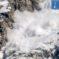 Участок дороги к поселку Домбай будет временно закрыт в связи с принудительным спуском лавины
