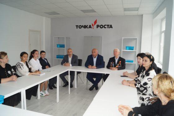 В школах Карачаевского городского округа открылись Центры образования «Точка роста»